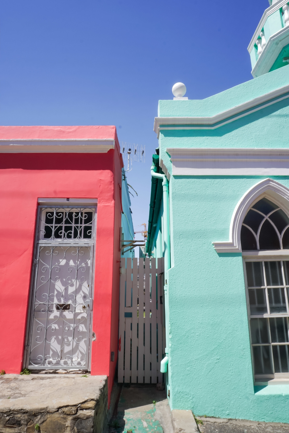 curio.trips.south.africa.cape.town.bo.kaap.green.red.jpg