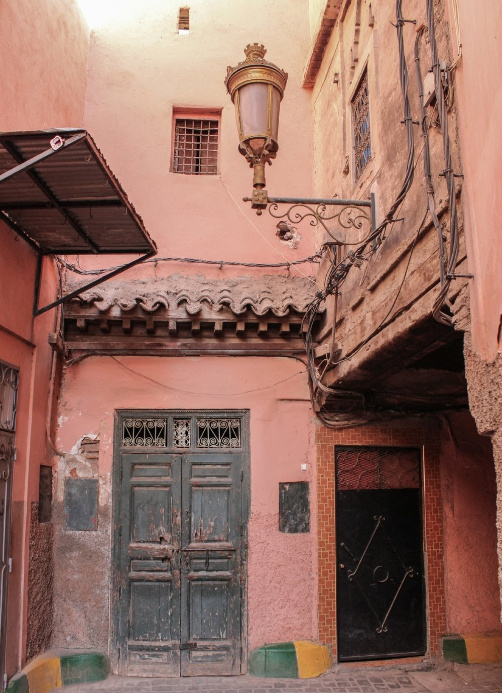 curio.trips.morocco.marrakesh.alley.jpg