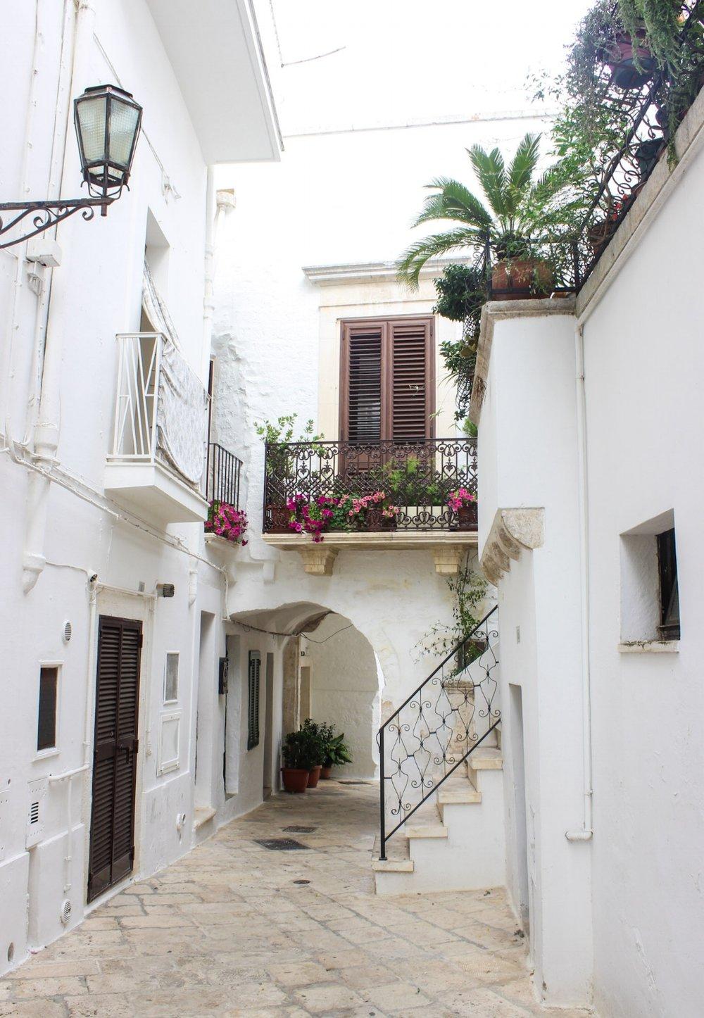 Puglia.alleys.jpg