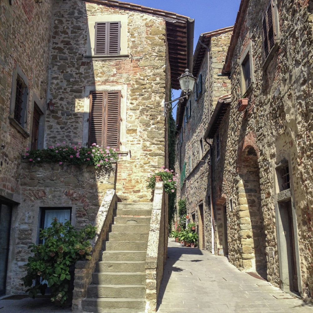 curio.trips.italy.tuscany.alleys.iphone.jpg