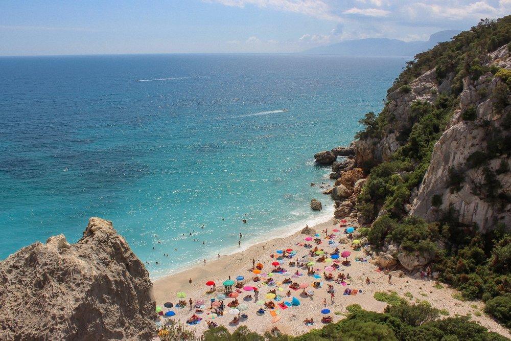 curio.trips.italy.sardinia.beach.umbrellas.jpg