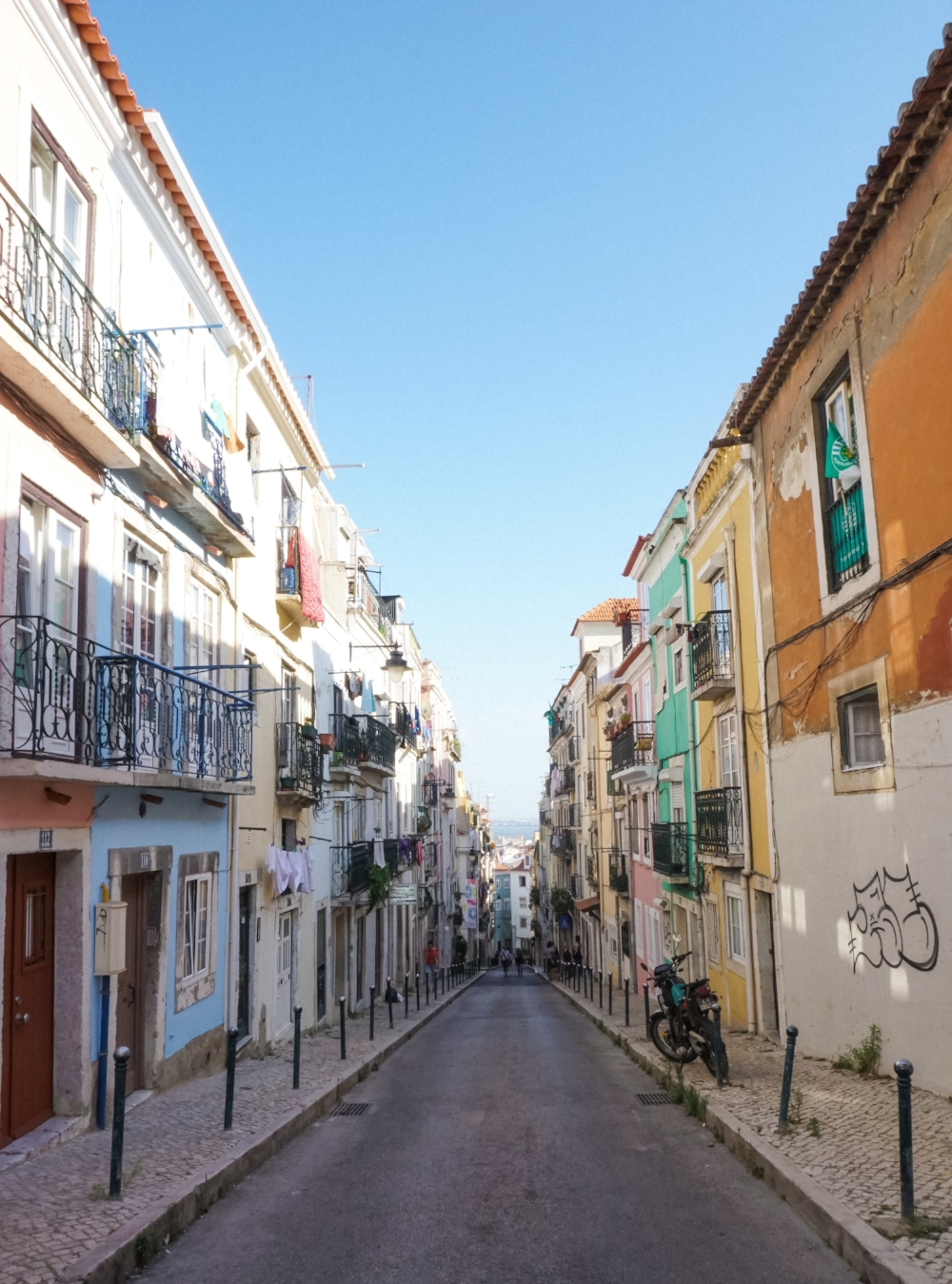 curio.trips.portugal.lisbon.streets-2.jpg