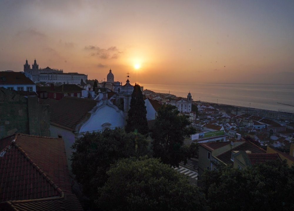 curio.trips.portugal.lisbon.sunrise.jpg