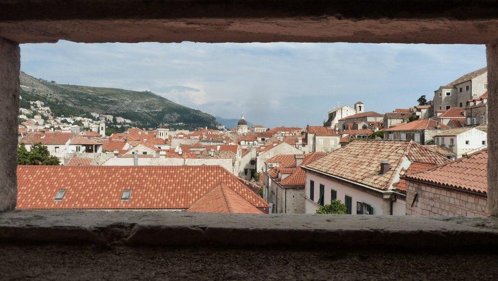curio.trips.croatia.dubrovnik.wall.view.jpg