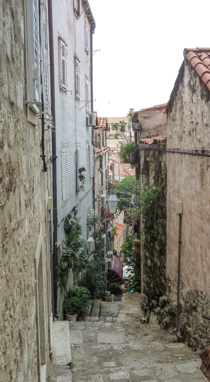 curio.trips.croatia.dubrovnik.steps.jpg