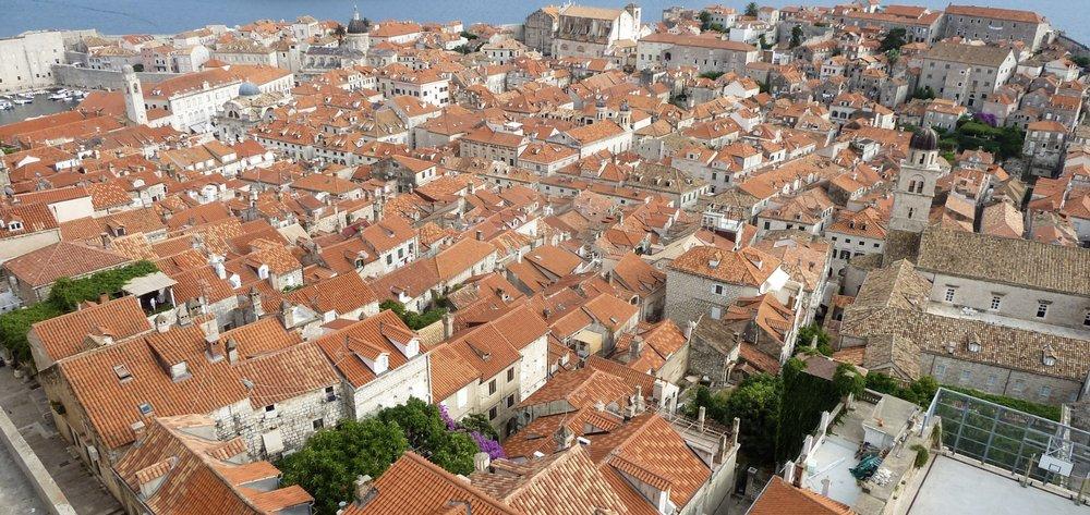 curio.trips.croatia.dubrovnik.rooftops.jpg