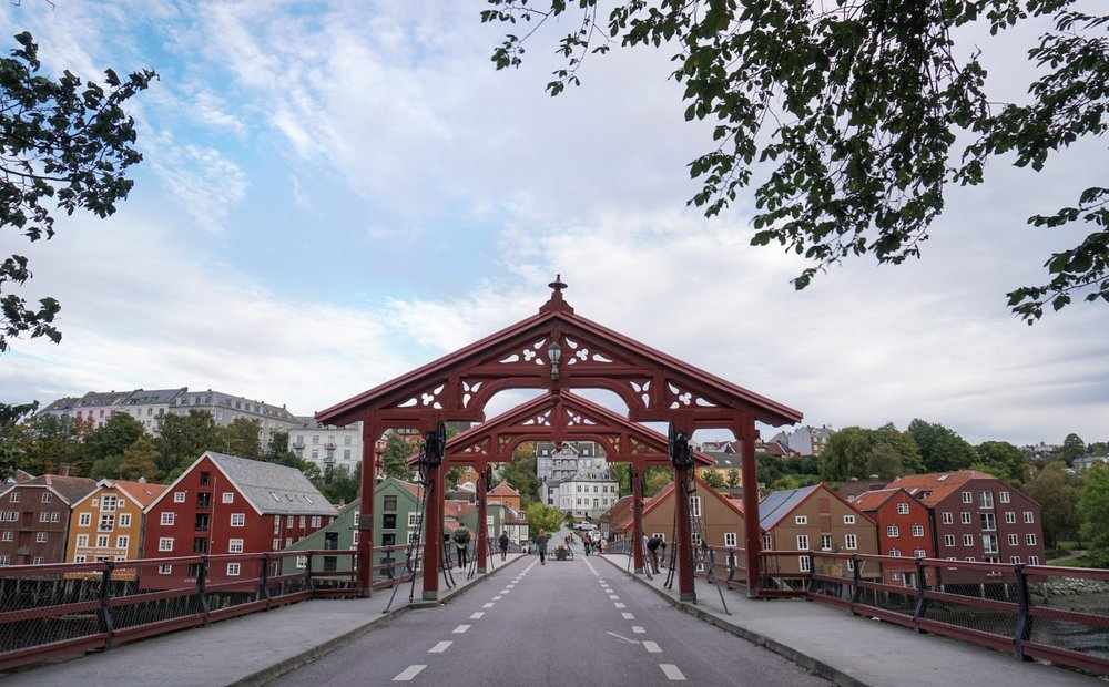 curio.trips.norway.trondheim.red.bridge.jpg