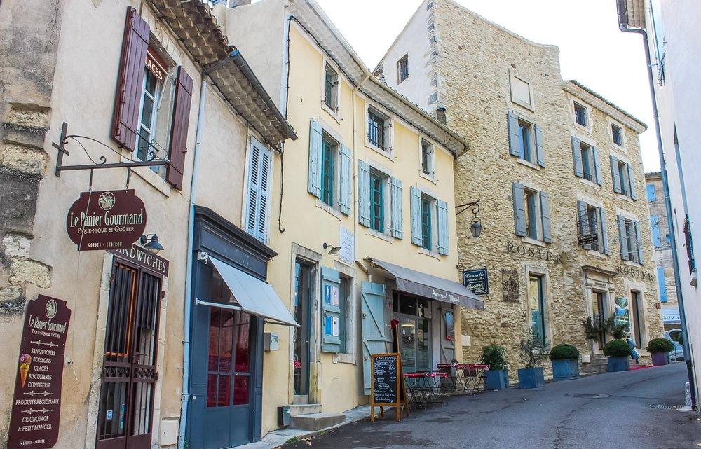 curio.trips.france.provence.avignon.architecture.landscape.jpg