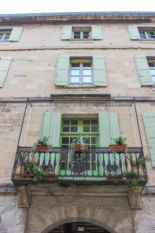 curio.trips.france.provence.avignon.architecture.jpg