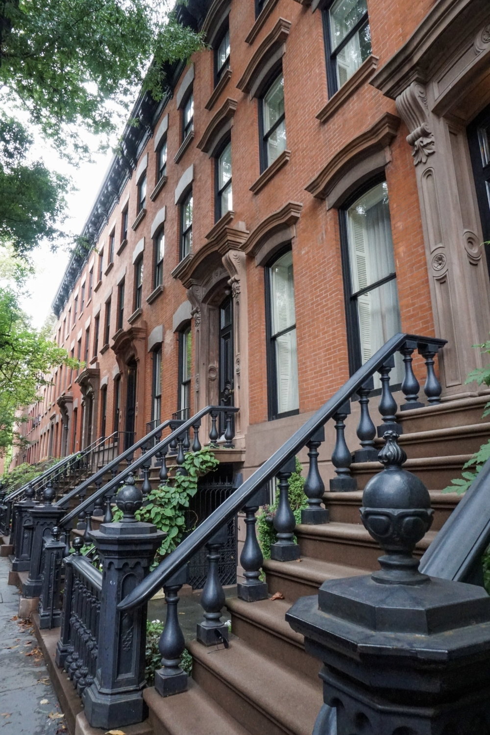 curio.trips.usa.nyc.greenwich.village.brownstone.row.jpg
