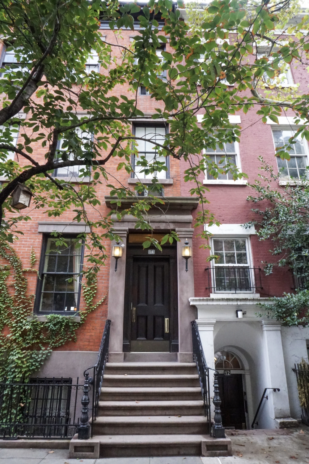curio.trips.usa.nyc.greenwich.village.pink.house.jpg