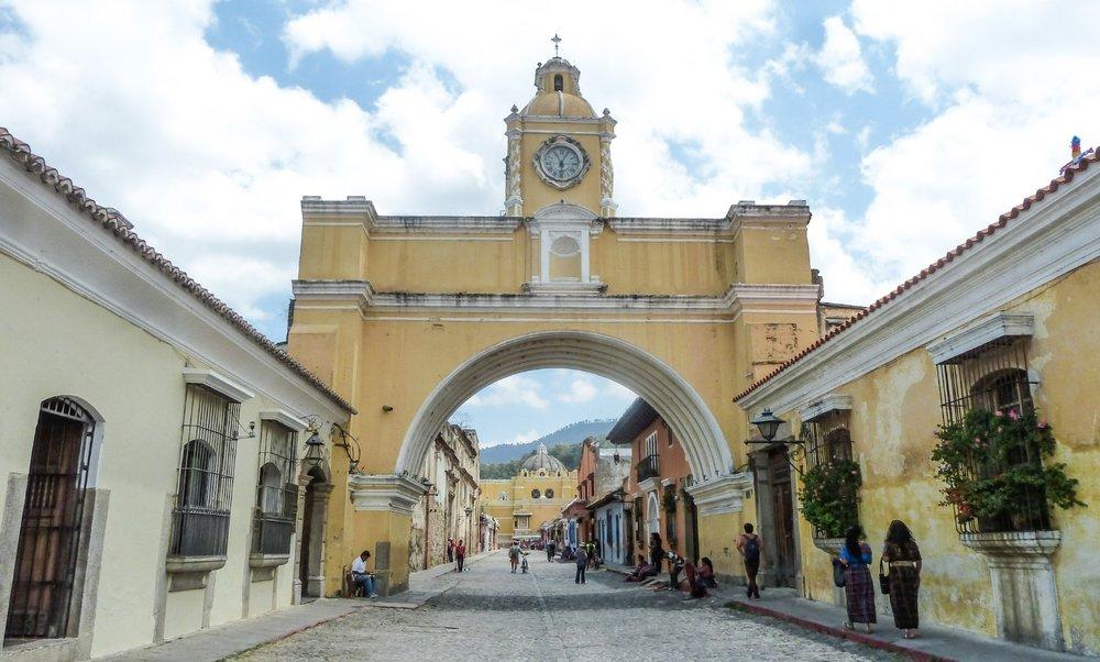 curio.trips.guatemala.antigua.arch.jpg