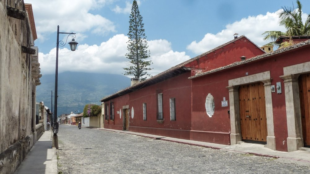 curio.trips.guatemala.antigua.streets.jpg