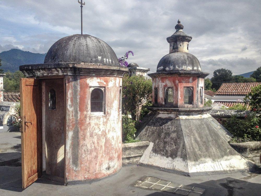 curio.trips.guatemala.antigua.rooftop.jpg
