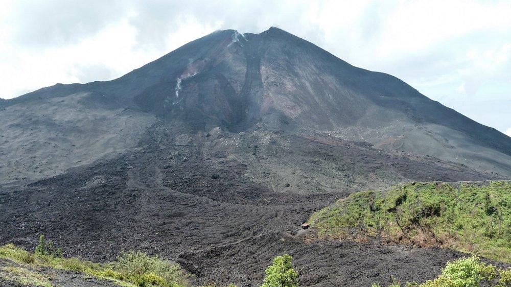 curio.trips.guatemala.volcano.jpg