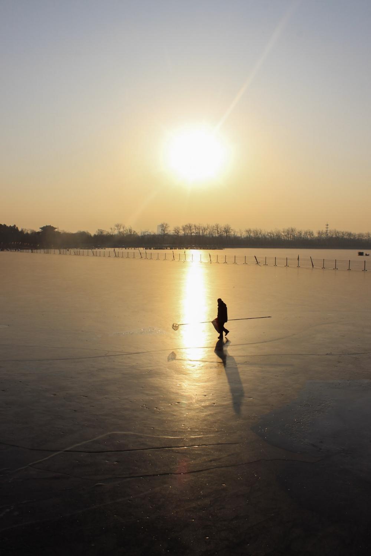 curio.trips.beijing.lake.jpg