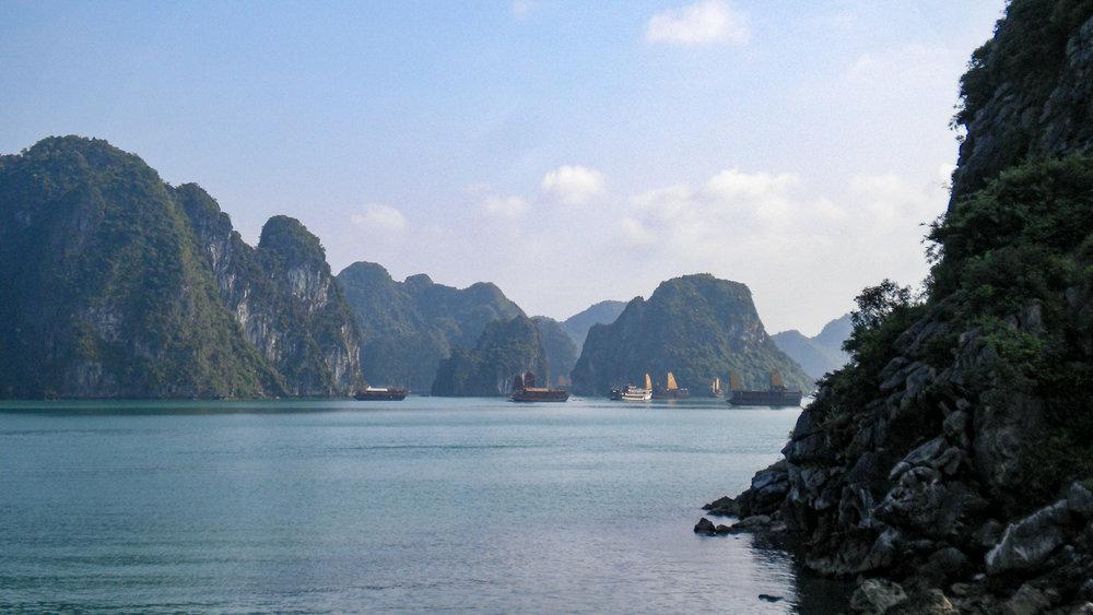 curio.trips.vietnam.halong.bay.jpg
