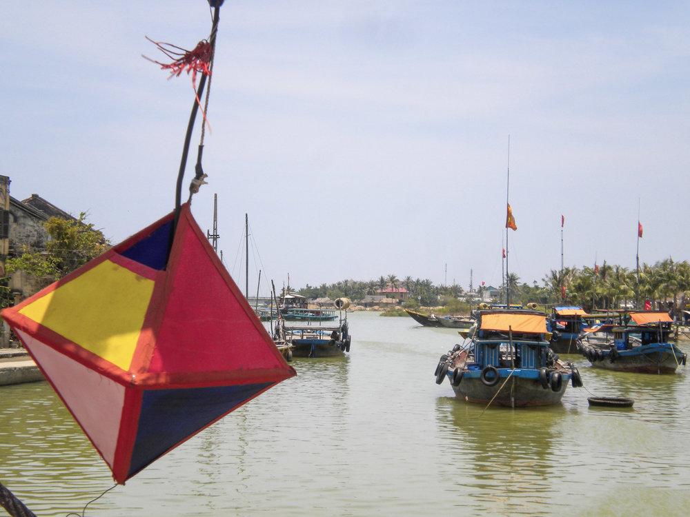 curio.trips.vietnam.hoi.an.lanterns.jpg