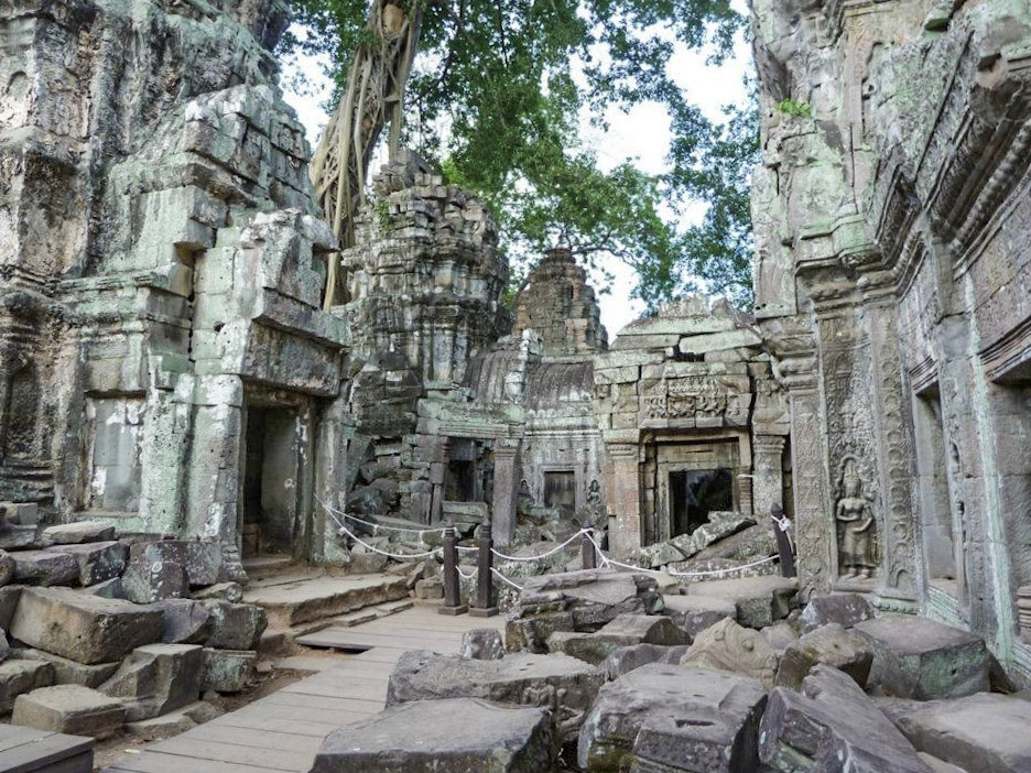 curio.trips.cambodia.angkor.wat.6.jpg