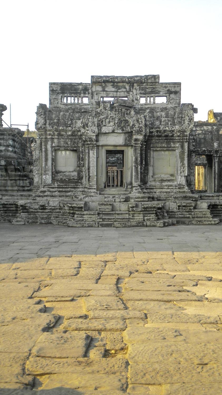curio.trips.cambodia.angkor.wat.1.jpg