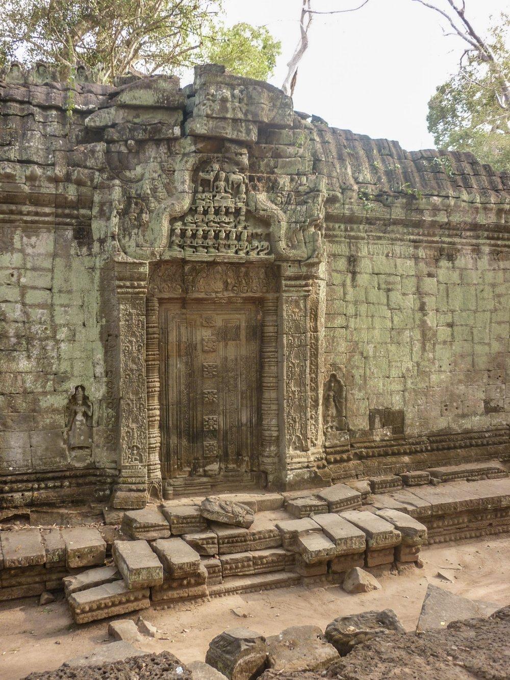 curio.trips.cambodia.angkor.wat.3.jpg