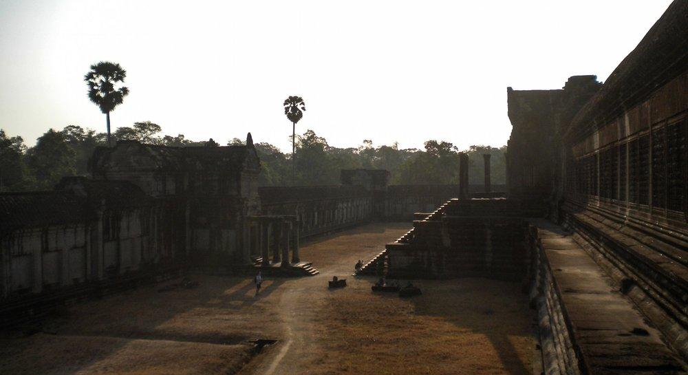 curio.trips.cambodia.angkor.wat.jpg