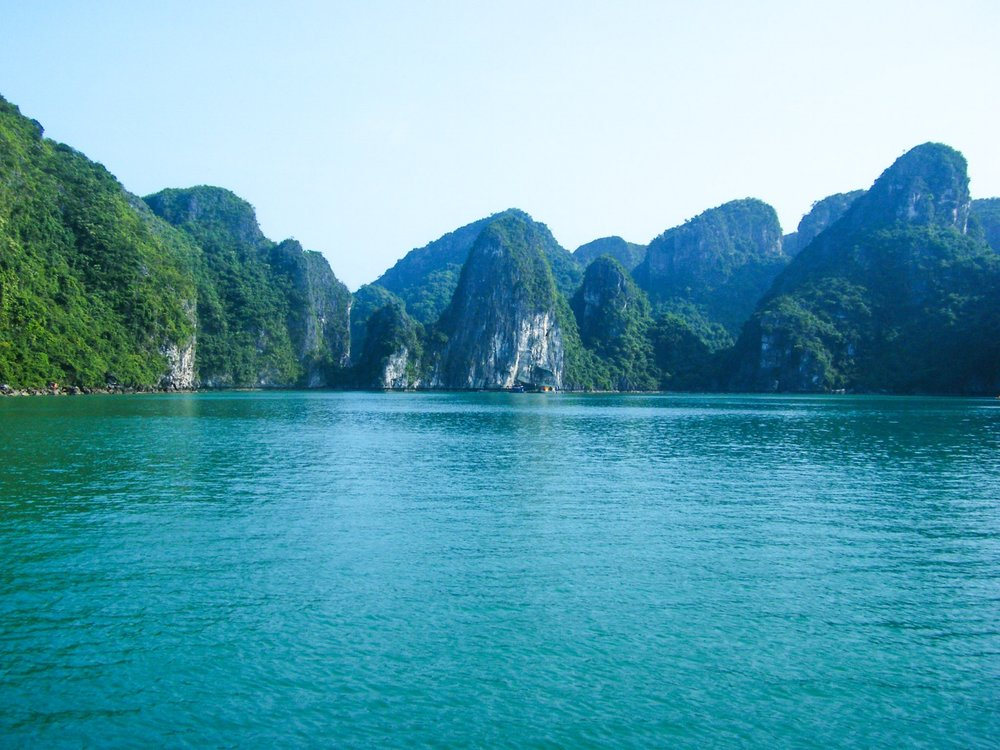 SAIL THE EMERALD WATERS OF HALONG BAY