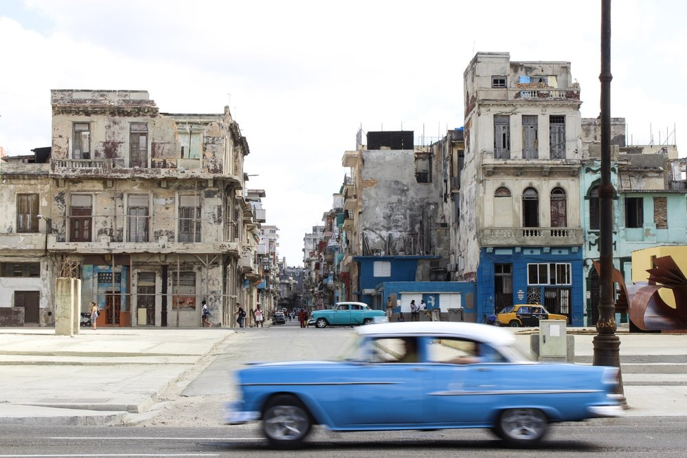 DRIVE A CLASSIC CAR THROUGH HAVANA