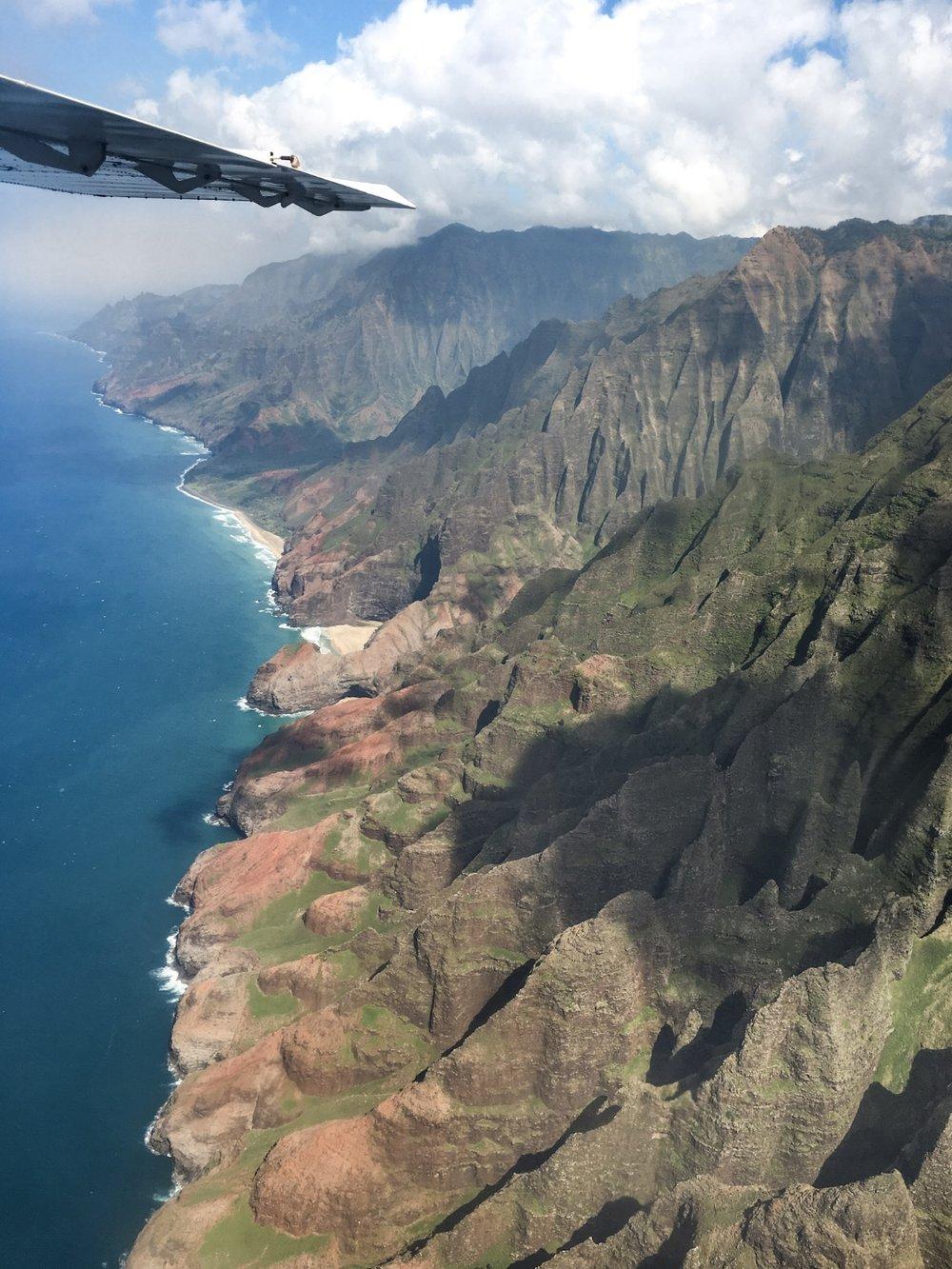 FLY OVER HAWAII'S DRAMATIC COAST