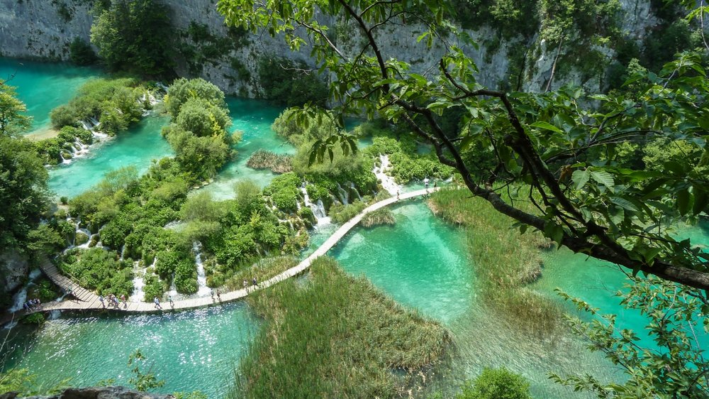 WALK THE BOARDWALKS OF PLITVICE LAKES