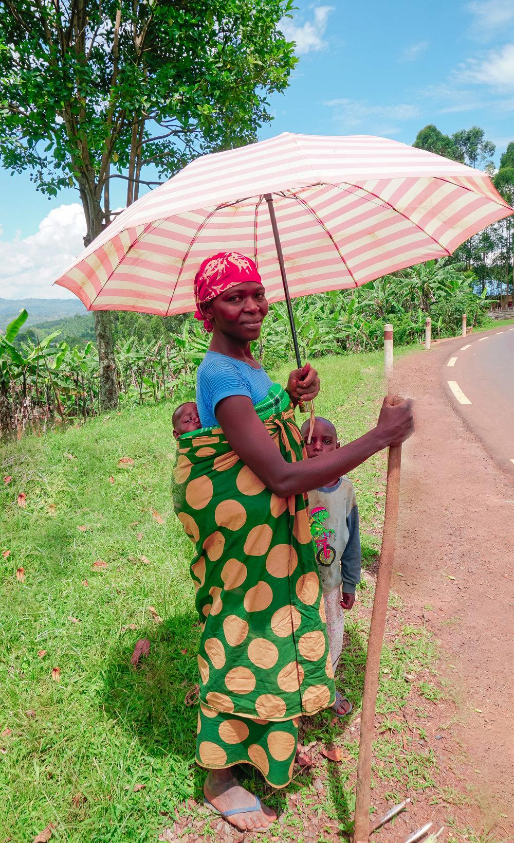 curio.trips.rwanda.nyungwe.np.mother.baby.umbrella.portrait.jpg