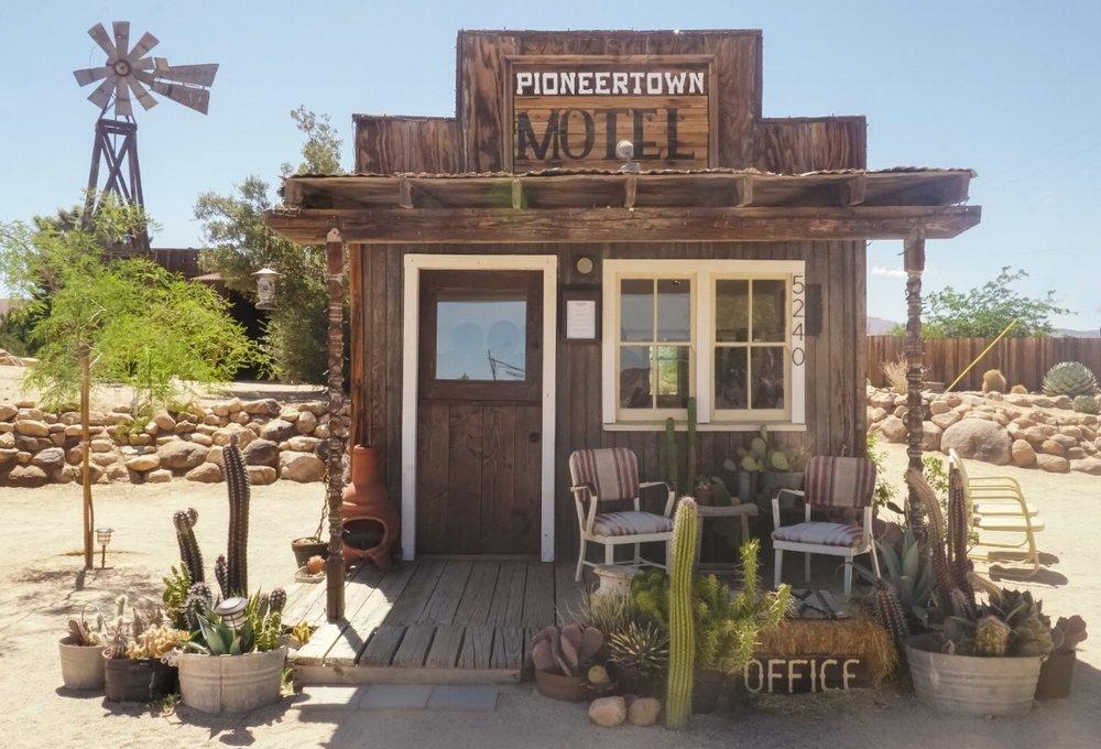 curio.trips.usa.cali.joshua.tree.np.pioneer.town.motel.landscape.jpg