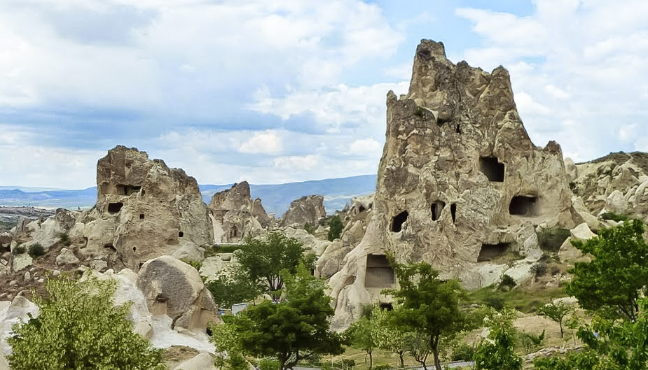curio.trips.turkey.goreme.caves.landscape.jpg