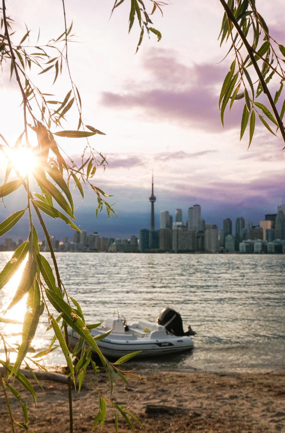 curio.trips.canada.ontario.toronto.skyline.boat.sun.portrait.jpg