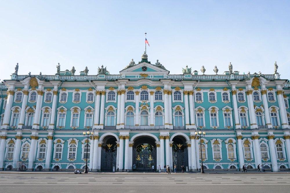 curio.trips.russia.st.petersburg.winter.palace.exterior.landscape-2.jpg