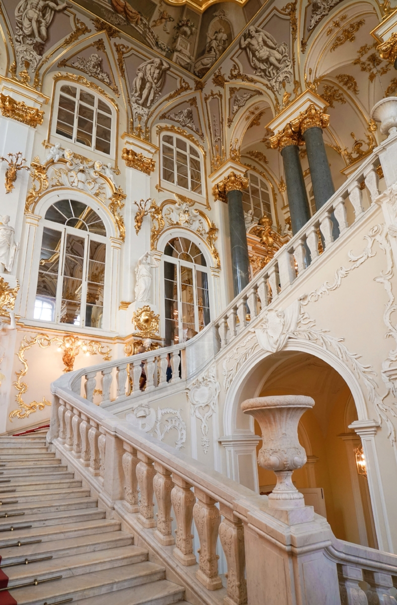 curio.trips.russia.st.petersburg.winter.palace.interior.staircase.portrait.jpg