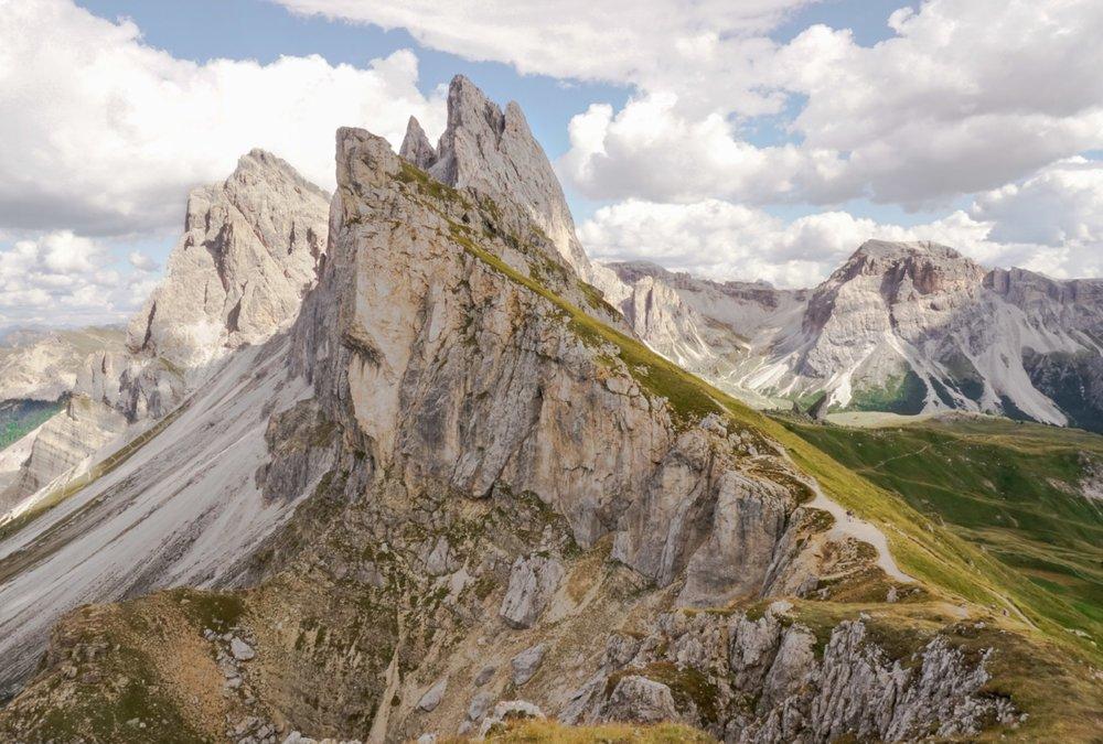 curio.trips.italy.dolomites.peaks.landscape.jpg