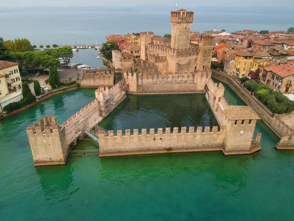 curio.trips.italy.lake.garda.castle.view.from.above.landscape.jpg