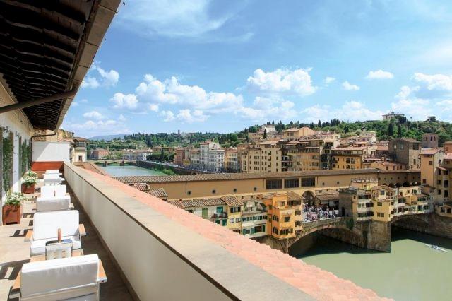 lungarno-collection_portrait-firenze_penthouse_ponte-vecchio-suite_terrace-view-photogallery.jpg