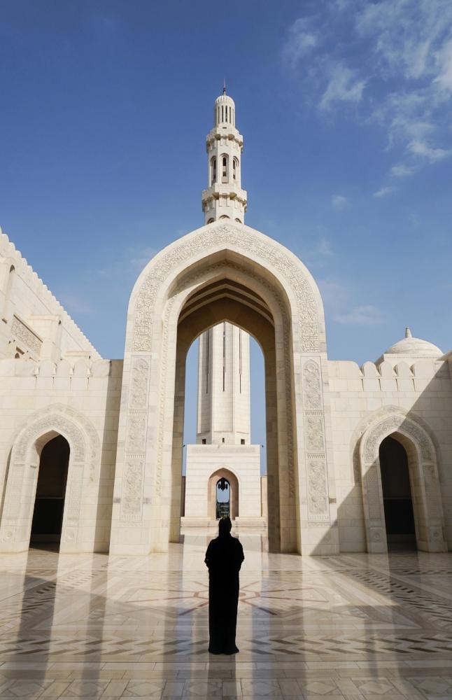 curio.trips.oman.mosque.arch.woman.portrait-3.jpg
