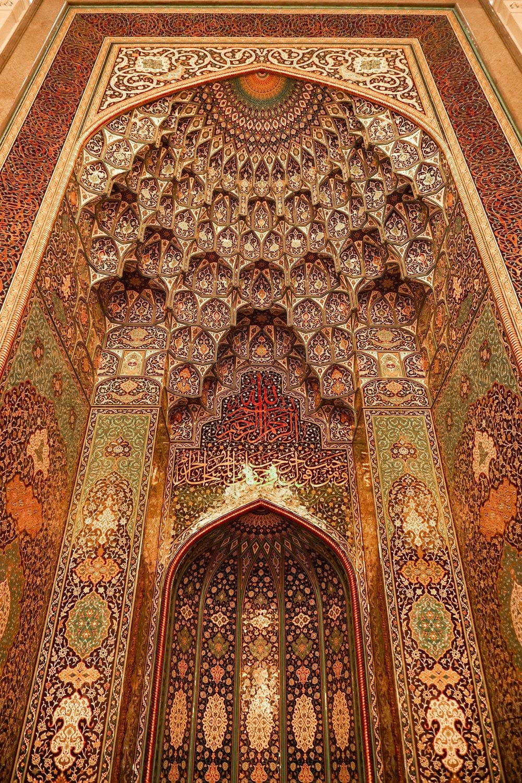 curio.trips.oman.muscat.mosque.interior.details.portrait.jpg