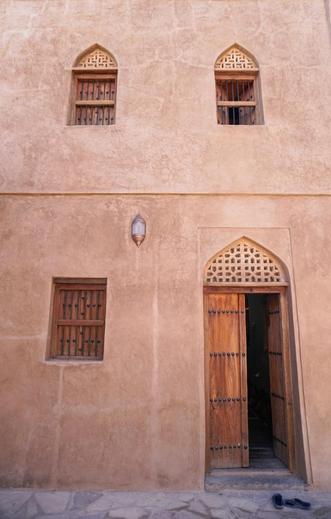 curio.trips.oman.nizwa.castle.exterior.wall.portrait.jpg
