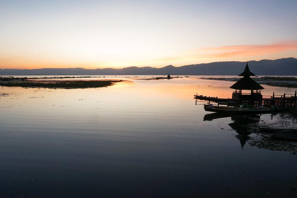 curio.trips.myanmar.inle.lake.sunset.landscape.jpg