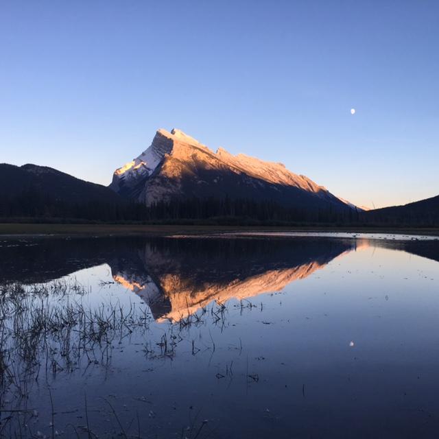 secret.honeymoons.vermillion.lakes.sunset.2.JPG