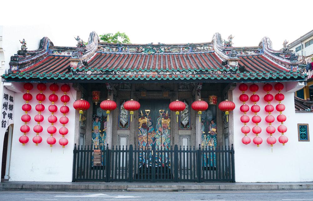 curio.trips.malaysia.penang.red.lantern.temple.landscape.jpg