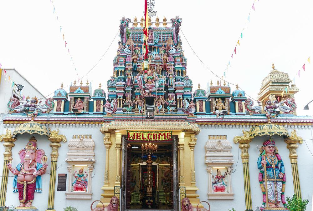 curio.trips.malaysia.penang.temple.colours.landscape.jpg