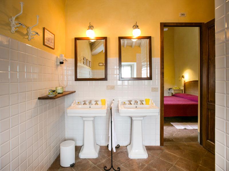 La Locanda bathroom.jpg