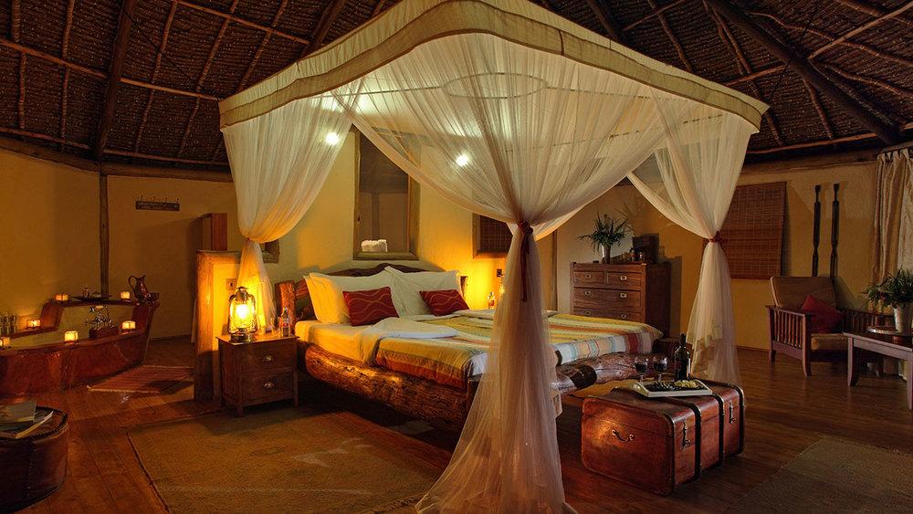 tortilis-luxury-tent-interior.jpg