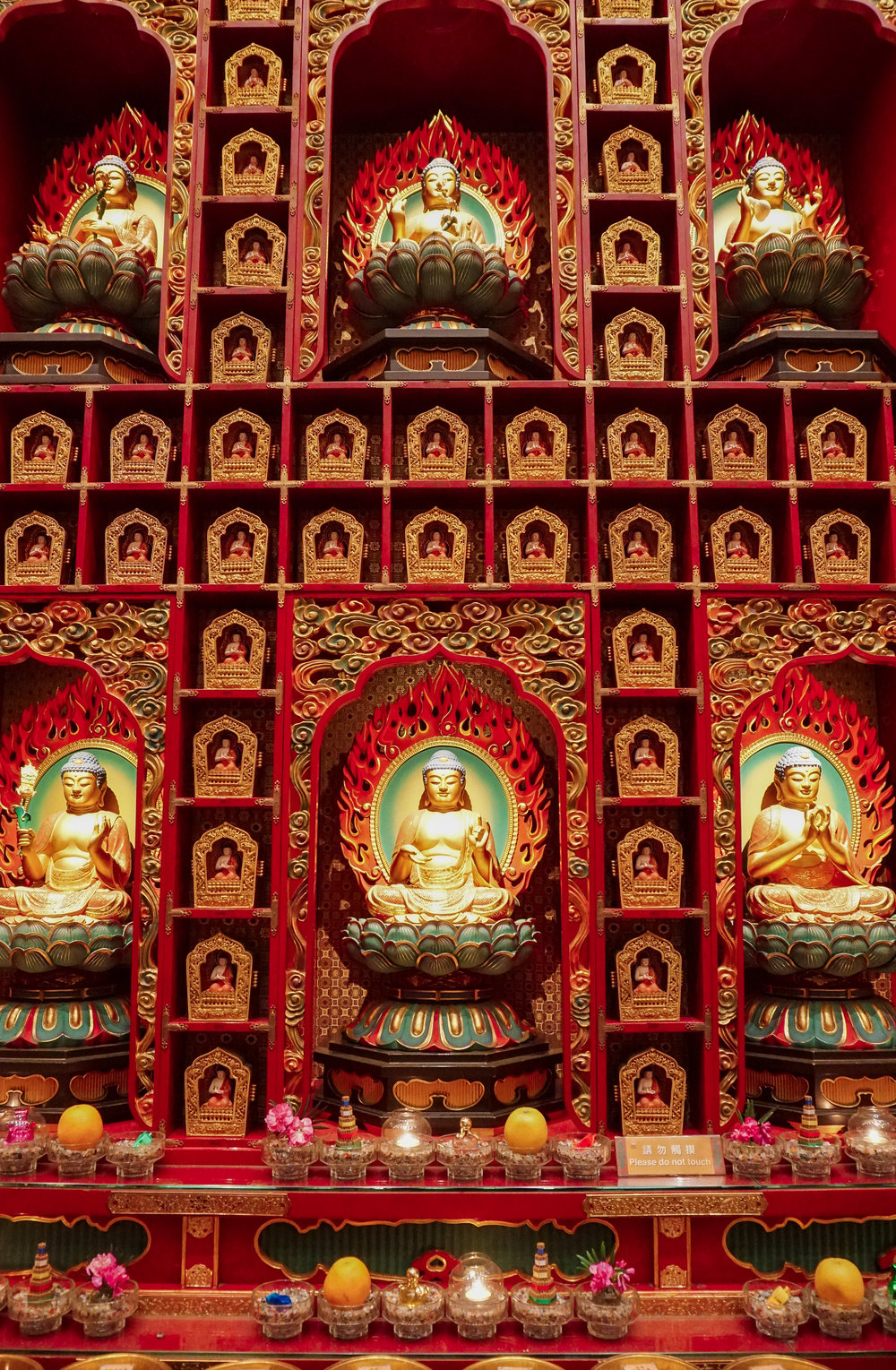curio.trips.singapore.buddhist.temple.interior.hundred.buddhas.portrait.jpg