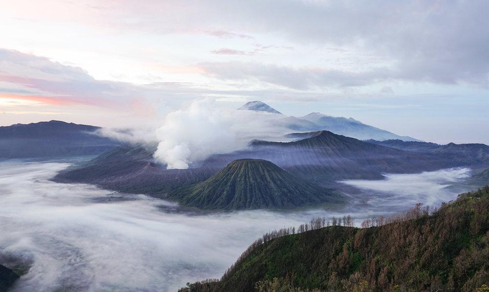 curio.trips.indonesia.java.bromo.sunrise.mist.landscape.jpg